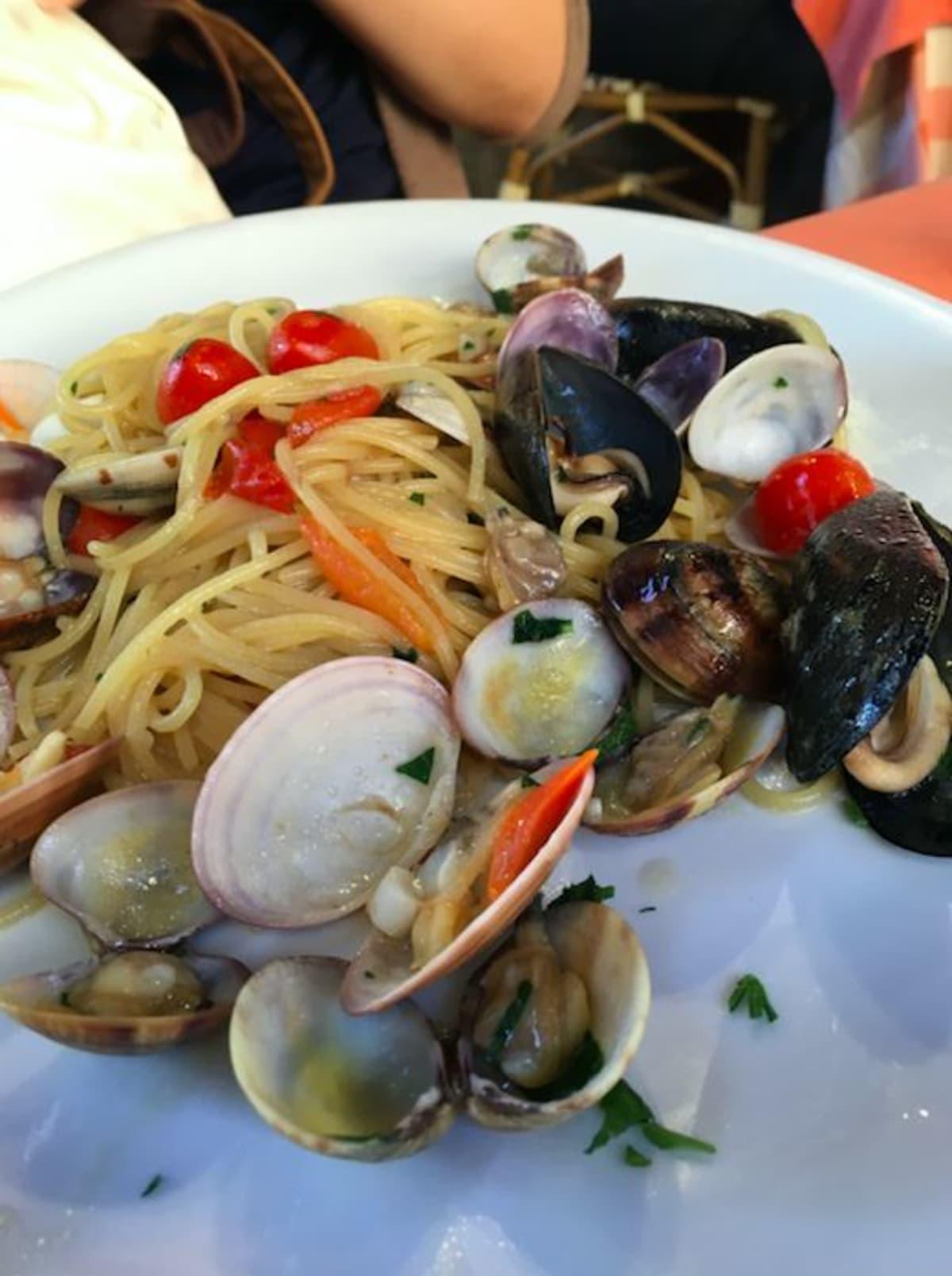 パスタは海の幸が濃厚で、美味しく、こちらも残さず平らげました。 | ナポリ