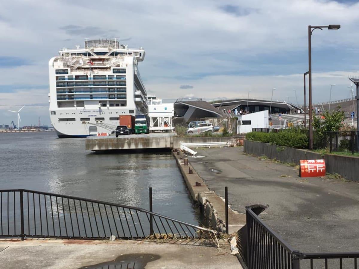 横浜大桟橋に無事に入港しているダイヤモンドプリンセスを見て、一安心です。 | 横浜での客船ダイヤモンド・プリンセス