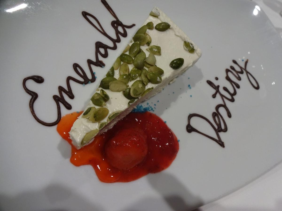 最初のディナーで。これからの旅に ワクワク♪ | 客船エメラルド・デスティニーのダイニング、フード&ドリンク