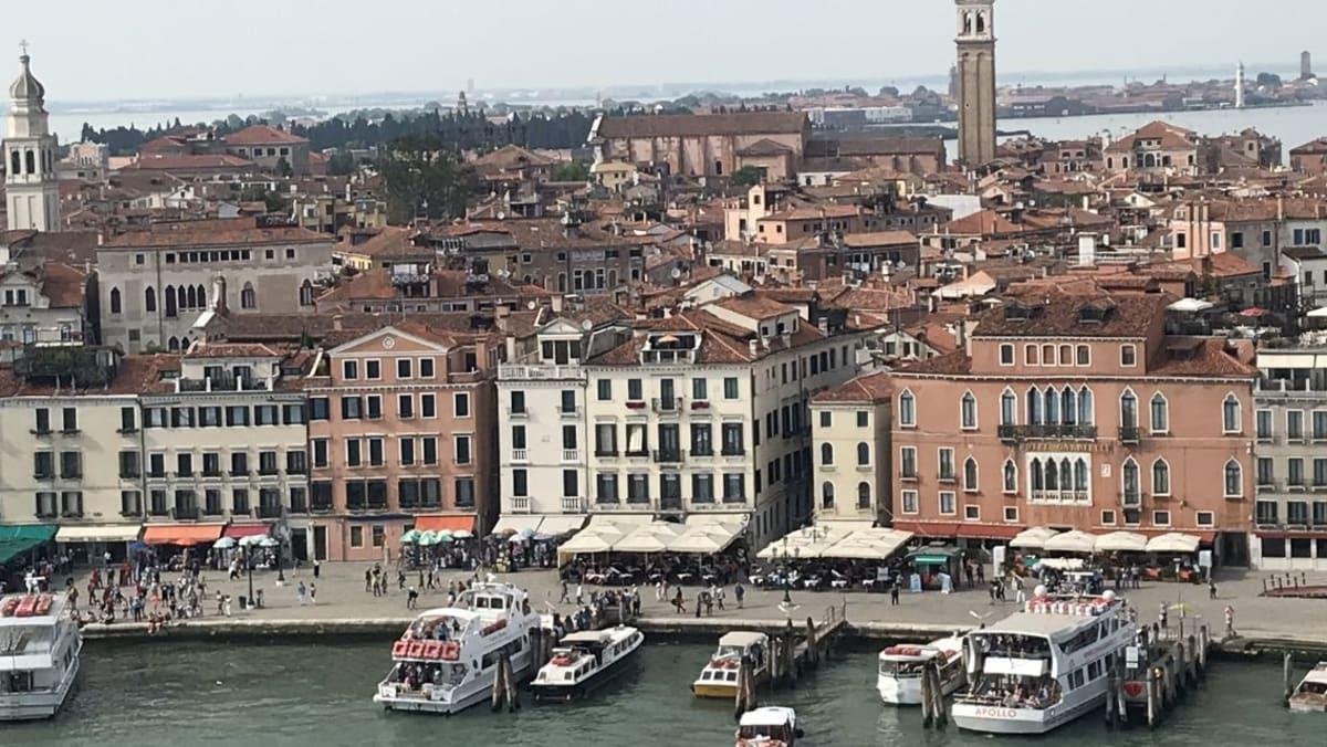 船上からのベニスの風景   ヴェネツィア