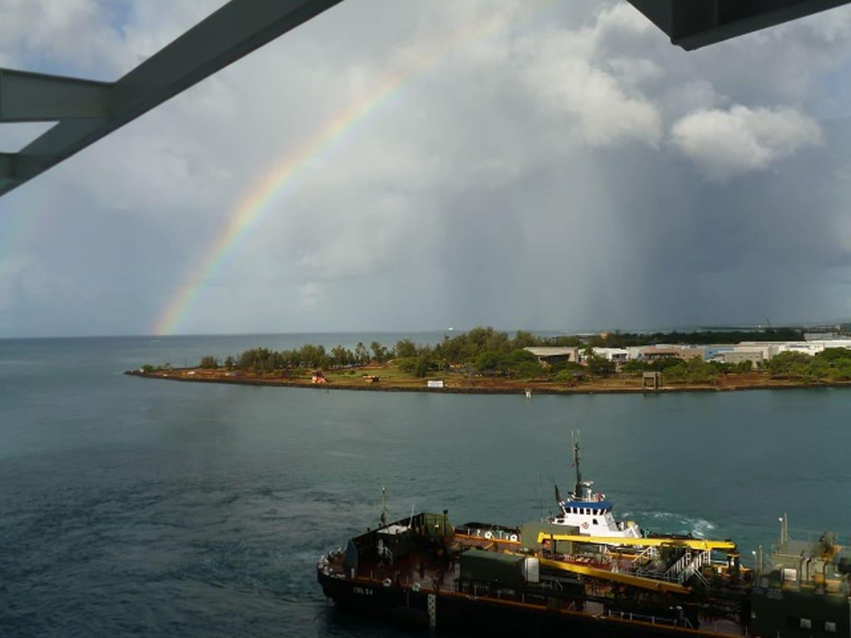 ハワイは虹を見ることが多い。出航の時にも見たけど、ホノルルに戻った時にも虹が出ていました。   ホノルル