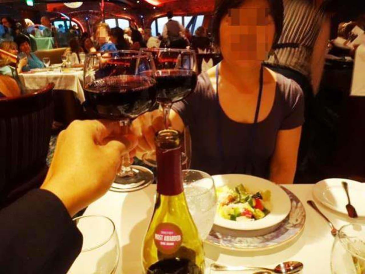 夕食はメインレストランで。 | 客船カーニバル・コンクエストのダイニング、乗客、フード&ドリンク