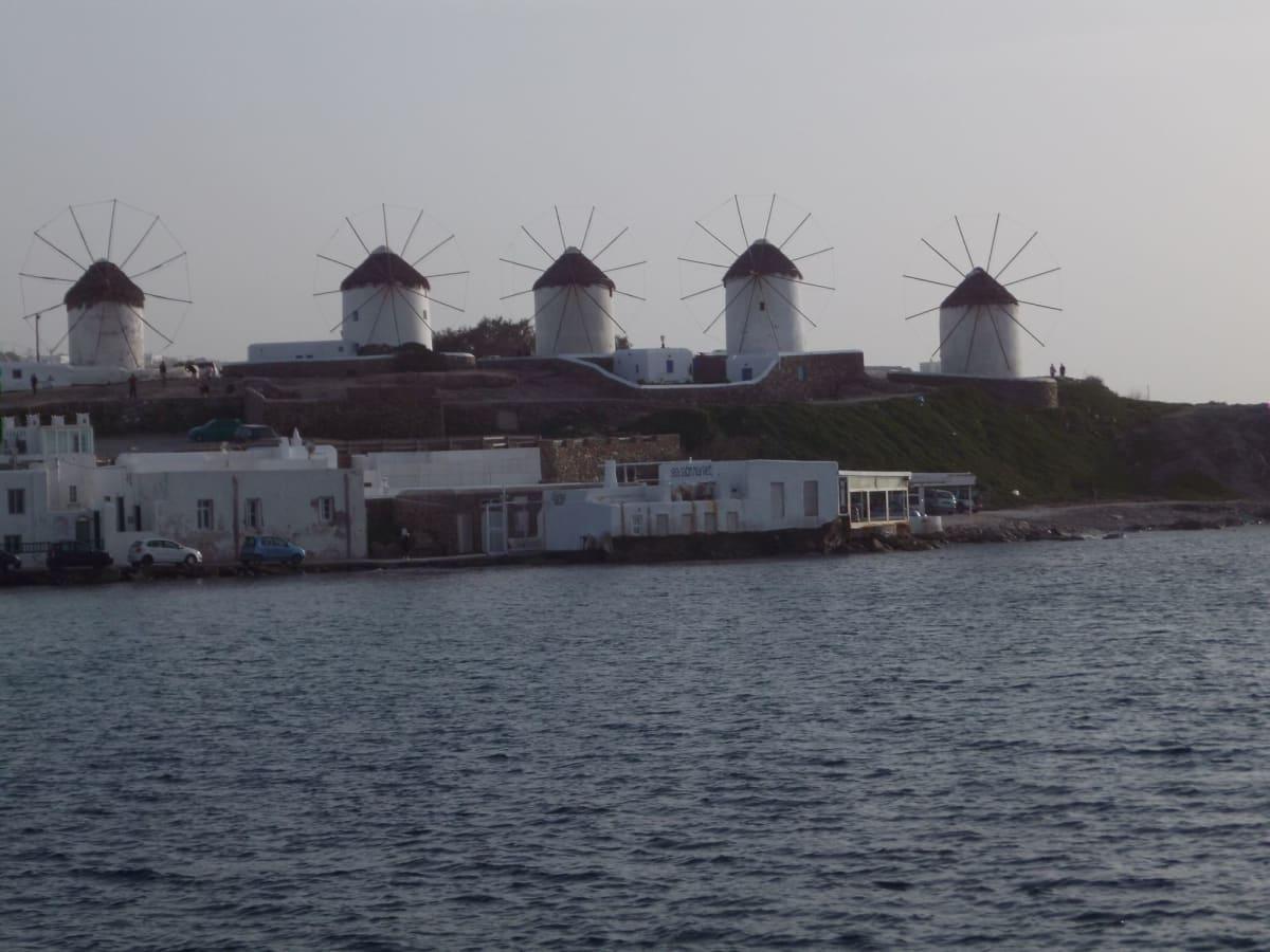 ミコノスと言えばカトミリの風車 街ブラを堪能して、夕陽を見てから帰船しました🌅