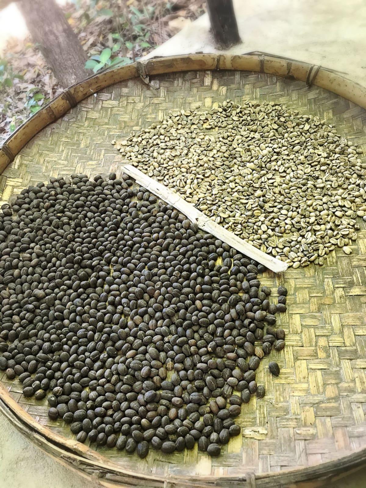 ハイチの村のにて。手作りの焙煎コーヒー。 | ラバディ