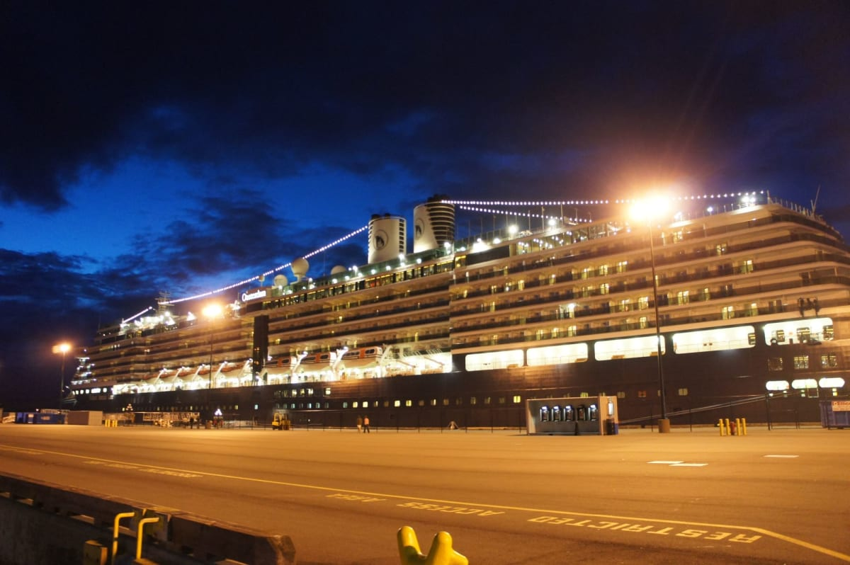 初めての夜の客船 こんなにも美しいと思いませんでした   客船オーステルダムの外観
