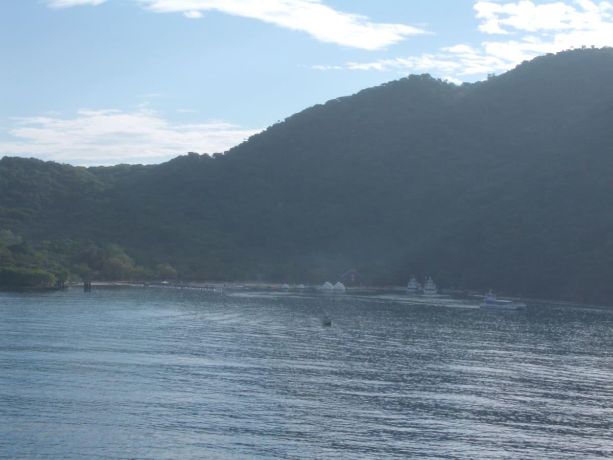 カヤックで目指した対岸の浜 ラバディ(ハイチ) | ラバディ