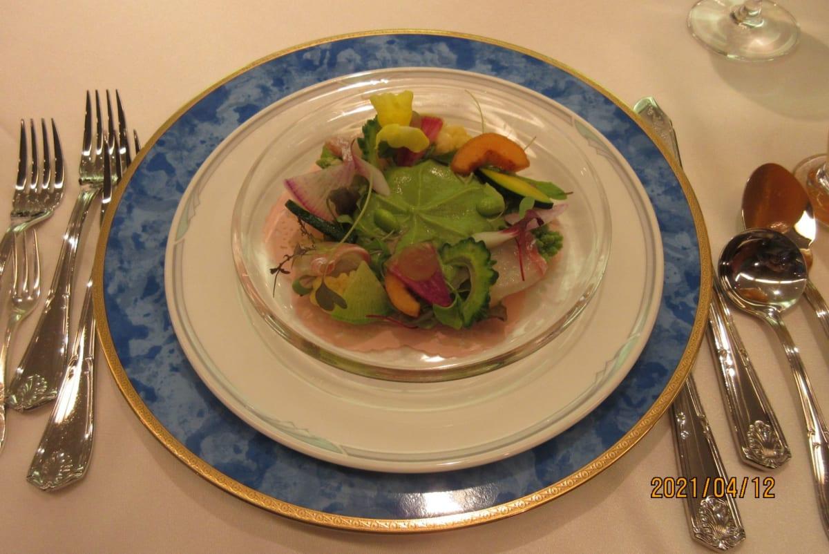 コロナ感染拡大の影響で外食していない為、ナイフ・フォークが並んだ食事が妙に新鮮でした( ´艸`)