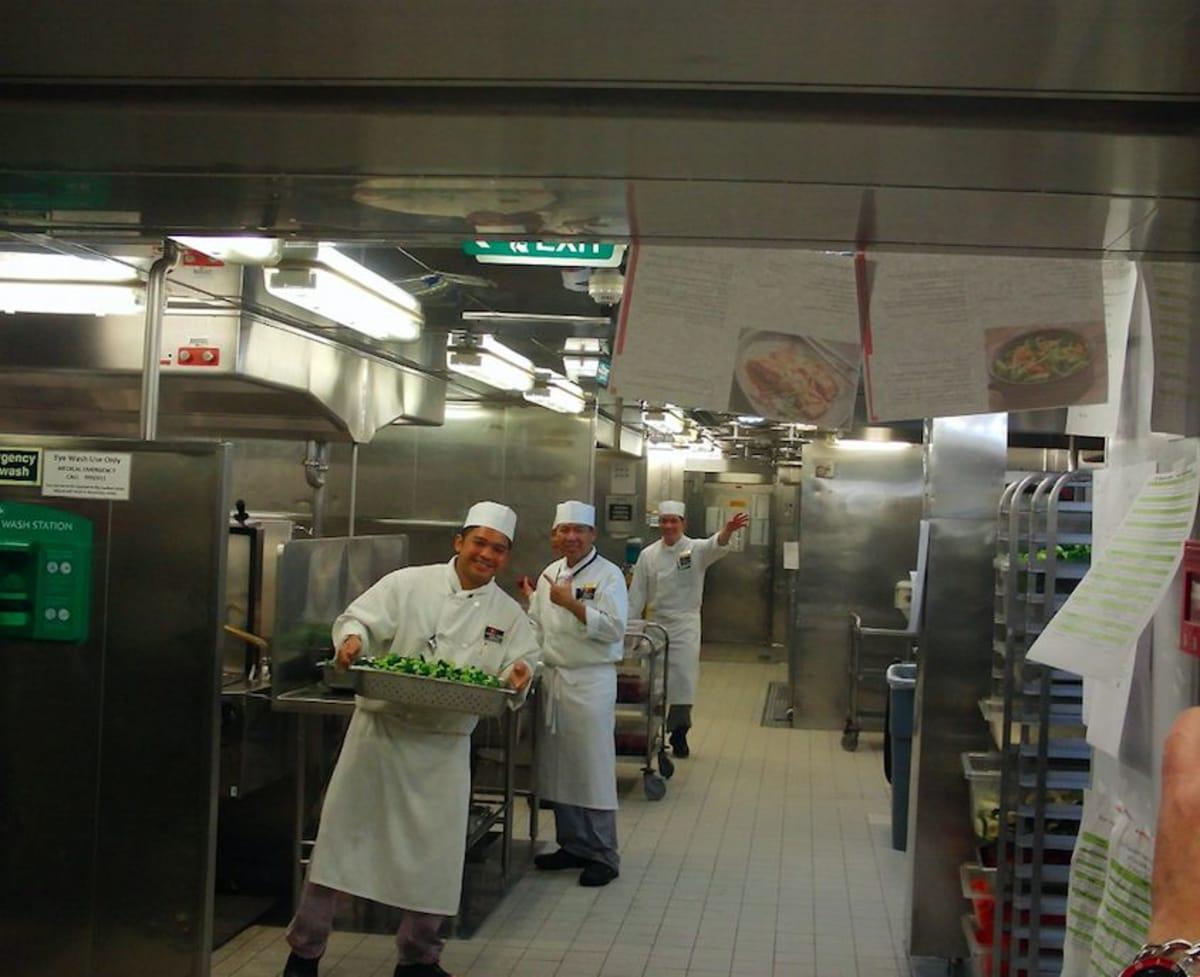 厨房ツアー | 客船クイーン・メリー2のクルー、フード&ドリンク、アクティビティ