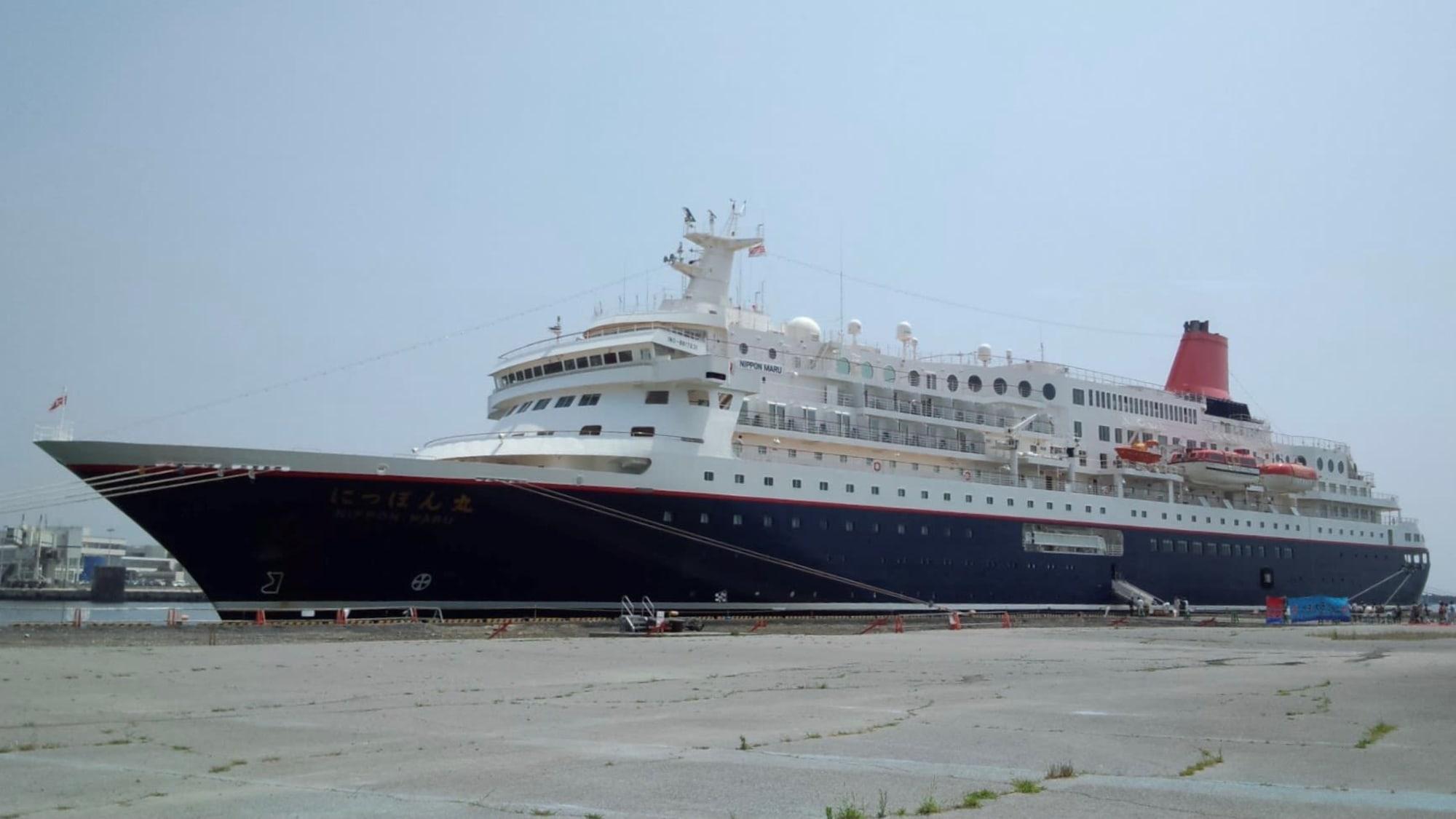 2012年、大洗港に接岸した【にっぽん丸】。