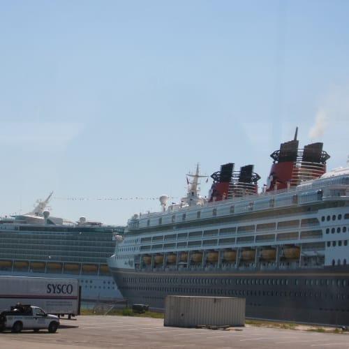 ポートカナベラル ロイアルカリビアンとディズニークルーズ | ポート・カナヴェラル(フロリダ州)での客船カーニバル・ファンタジー