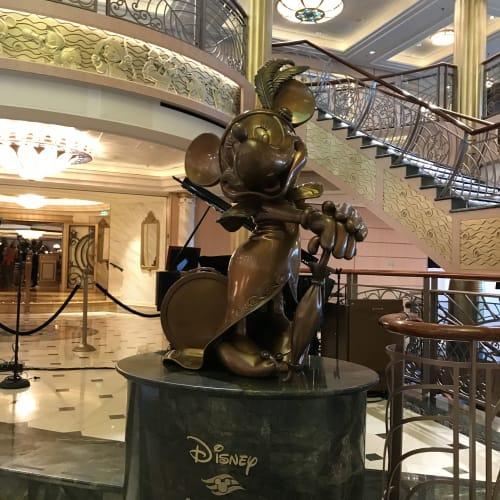ミニーのモニュメント | 客船ディズニー・ファンタジーの船内施設
