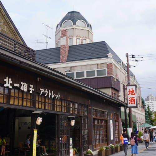 奥に見えるのが小樽で洋菓子のお店として有名なルタオ本店です。 | 小樽