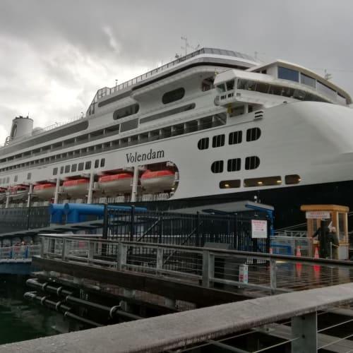 ジュノー入港時のフォーレンダム | ジュノー(アラスカ州)での客船フォーレンダム