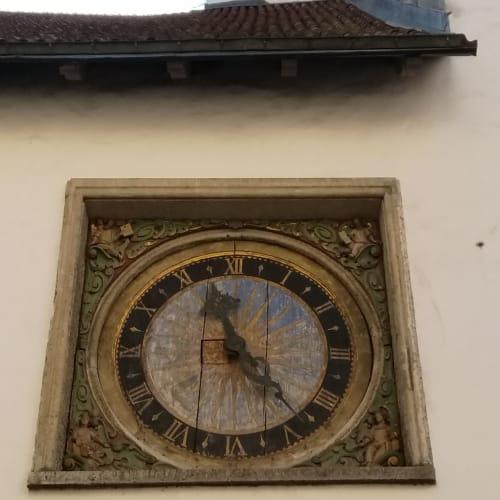 タリンで初めて公共の場に取り付けられた時計(聖霊教会) | タリン