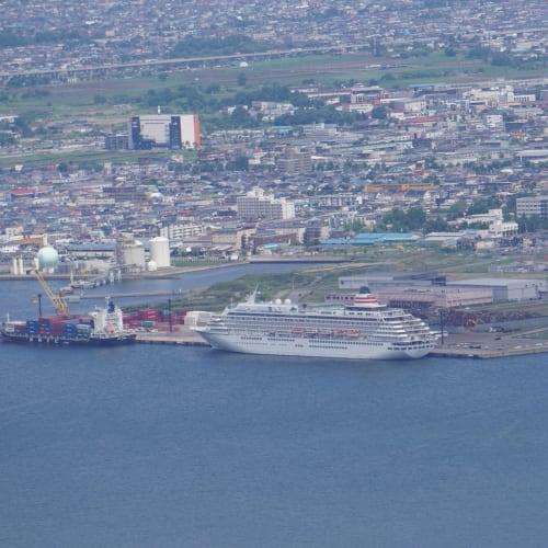 函館山から飛鳥IIが望めました。 | 函館での客船飛鳥2