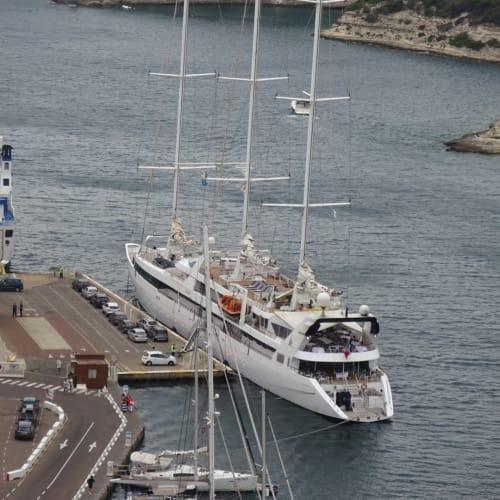ボニファシオ(コルシカ島)での客船ル・ポナン