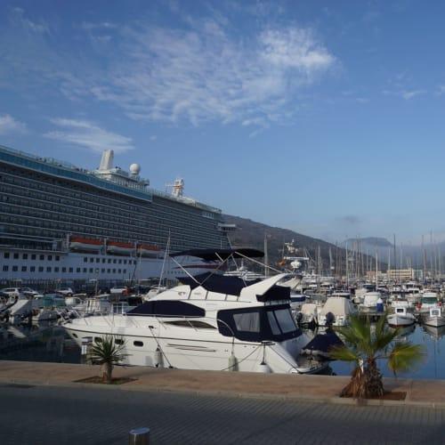 カルタヘナは港から町まで徒歩10分 | カルタヘナでの客船ブリリアンス・オブ・ザ・シーズ