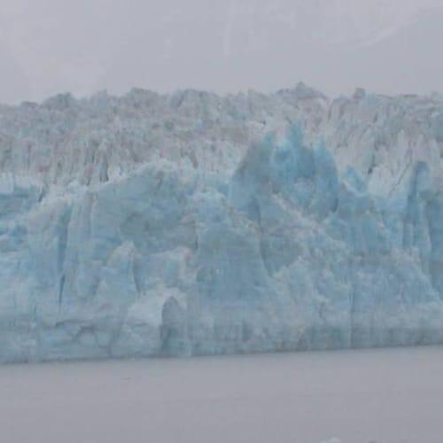 ハバート氷河。残念ながら雨でしたが、これはこれで風情はありました。   ハバード・グレイシャー(アラスカ州)