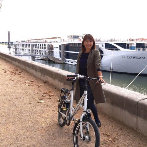 午前のツアーが終わり船に戻り、そのままSSキャサリンの自転車を借りて再度街並み散策。気持ちいい~~~! | タン・レルミタージュでの客船SSキャサリン