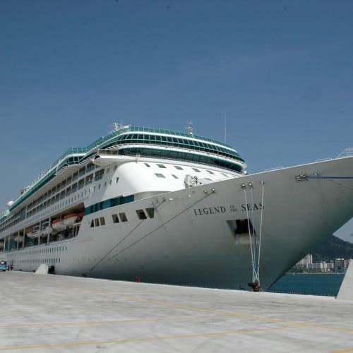 釜山港停泊中のレジェンドオブシーズ | 釜山での客船レジェンド・オブ・ザ・シーズ