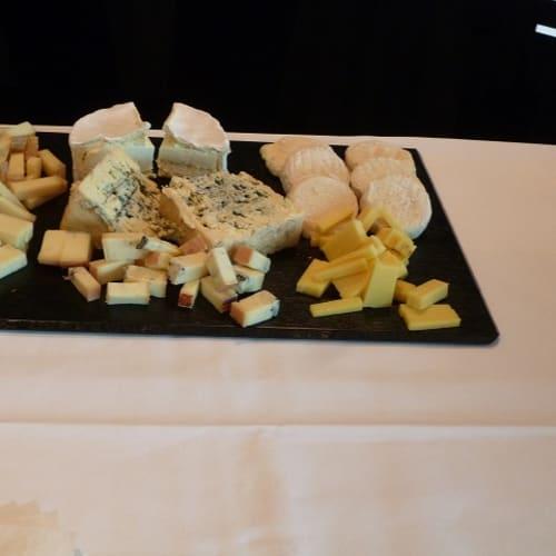 ワイテイスティングのあとは、チーズテイスティング。 | 客船エメラルド・リベルテのフード&ドリンク、アクティビティ