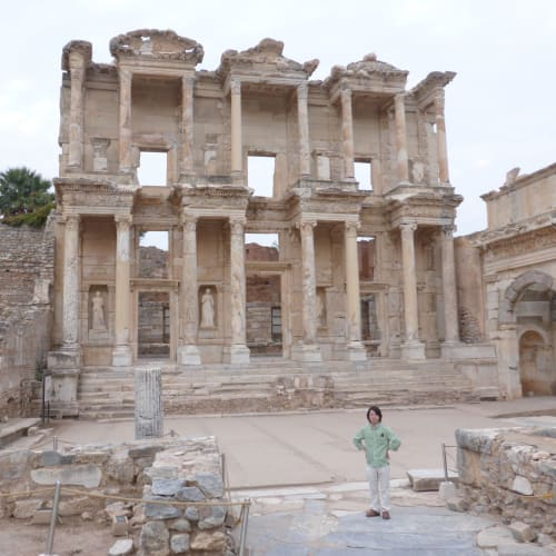 大図書館の遺跡 | クシャダス / エフェソスでの客船ルイス・オリンピア