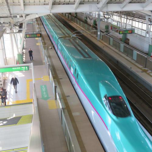 青森市内や弘前や奥入瀬・十和田湖は既に観光しているので東北新幹線はやぶさに乗って一路 岩手県二戸へ。 | 青森