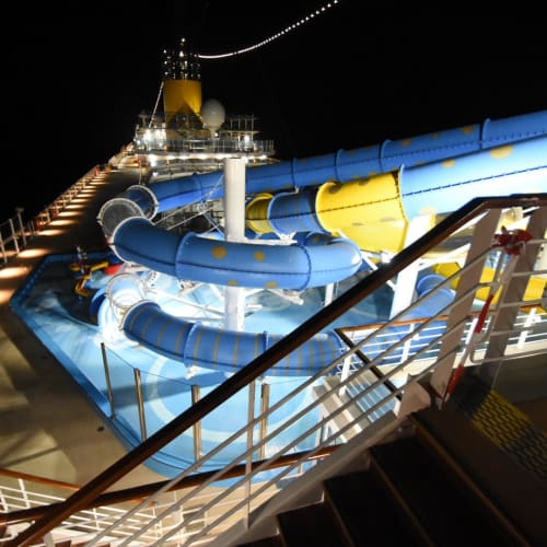 客船コスタ・ベネチアの船内施設