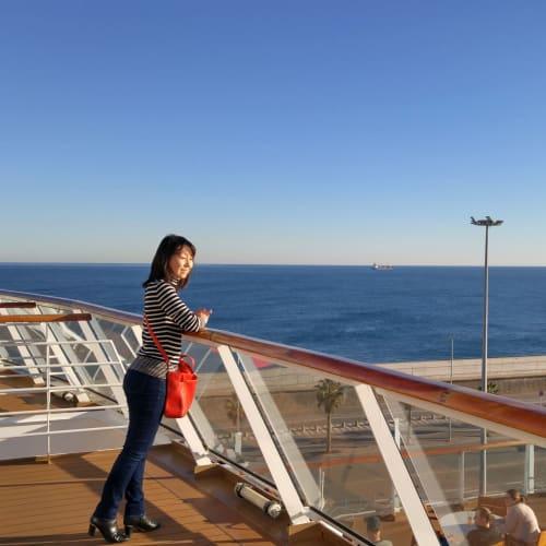客船バイキング・スカイの乗客、船内施設