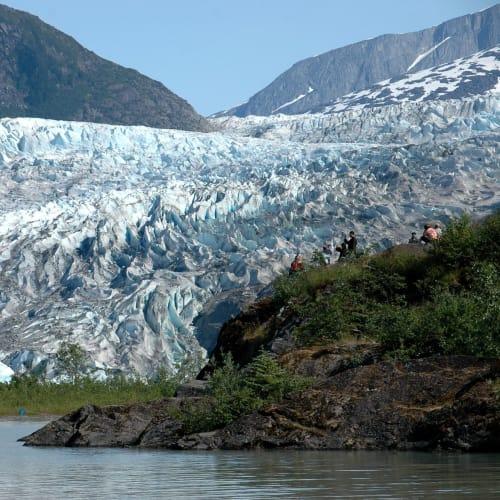 氷河が青色に輝く | ジュノー(アラスカ州)
