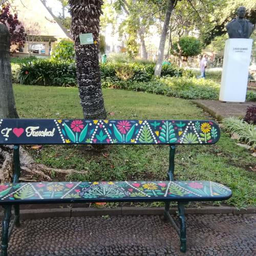 フンシャル・  サン・フランシスコ公園に置かれた椅子です。残念ながら先客があり、座れませんでした。 | フンシャル(マデイラ諸島)