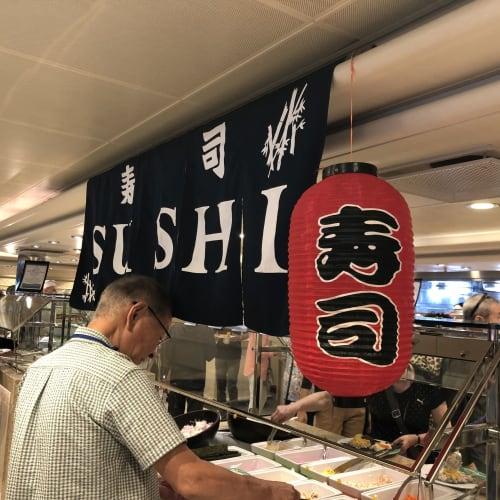 ホライゾンコート(ブッフェ)には、お寿司(手巻き寿司)やラーメン、稲庭うどんなど日本らしいお食事が用意されます! | 客船ダイヤモンド・プリンセスのブッフェ、フード&ドリンク