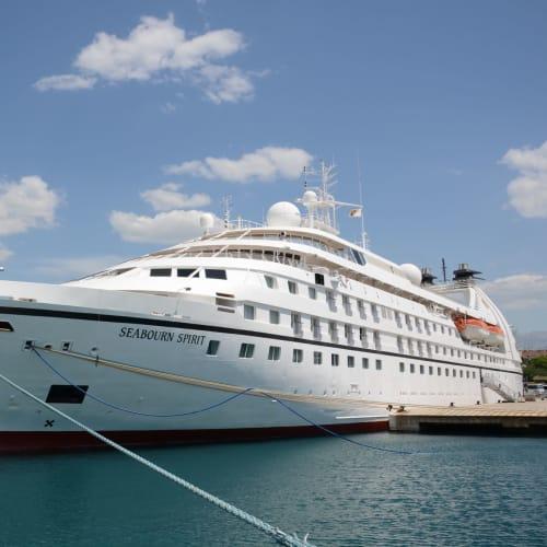 スプリット港に停泊中のシーボーン・スピリット | スプリトでの客船シーボーン・スピリット