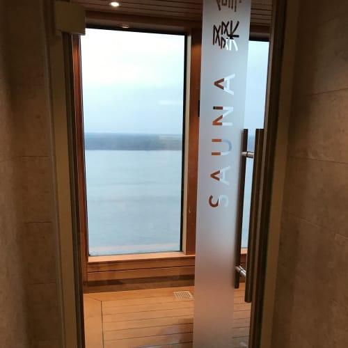 パレス専用サウナ パレスプールと同じフロアにあって男女別でスチーム・ドライサウナと シャワーが使えます  部屋に戻って順番にバスルームを使うより ここでシャワーを浴びた方が早いので、毎日利用しましたが ほとんど誰もいませんでした | 客船ゲンティン・ドリームの船内施設