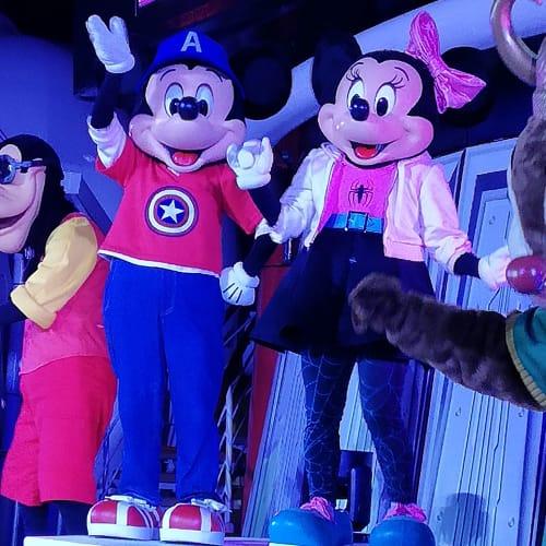 アベンジャーズっミッキーとスパイダーマンTシャツのミニー | 客船ディズニー・マジックのアクティビティ、船内施設
