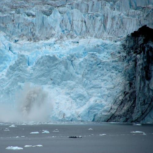 氷河の崩落、シャッターチャンスが難しい
