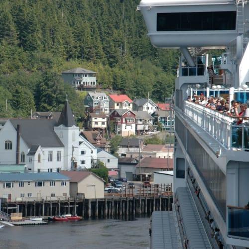 ケチカンを出航 | ケチカン(レビジャヒヘド諸島 / アラスカ州)での客船サファイア・プリンセス