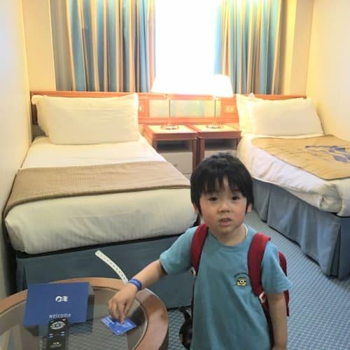 窓ありのお部屋です。 このあと2台のベッドをくっつけてもらいました。 | 客船ダイヤモンド・プリンセスの客室、乗客