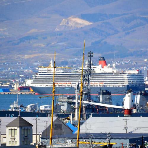 函館入港中のクイーン・エリザベス | 函館での客船クイーン・エリザベス