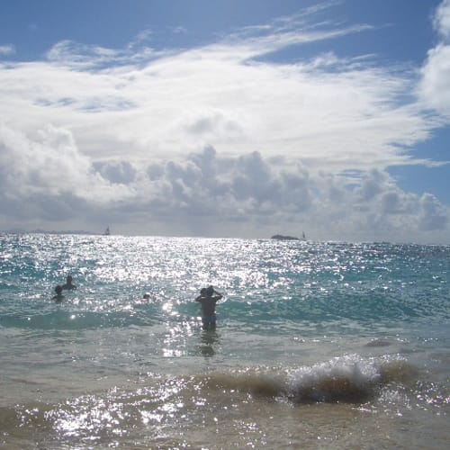 Dawn Beachでしばし水遊び | グランドターク島