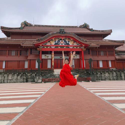 そして定番観光スポットの首里城へ。 初めて訪れたのでココでもジャンプ! | 那覇(沖縄)での客船ダイヤモンド・プリンセス