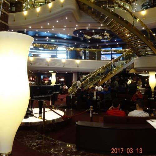 ホテルのロビー的なきらびやかなロビー | 客船MSCスプレンディダの船内施設