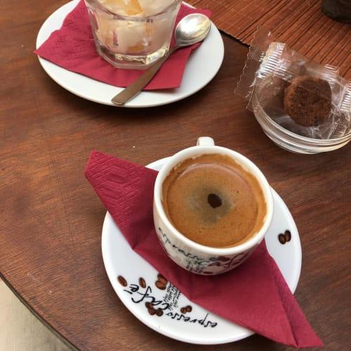 ギリシャコーヒーとアイスで散策の疲れを癒す | ケルキラ島(コルフ島)