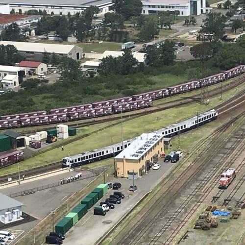 秋田港駅、船客専用列車出発です。駅は港を出れば数分。セリオンタワーから。 | 秋田