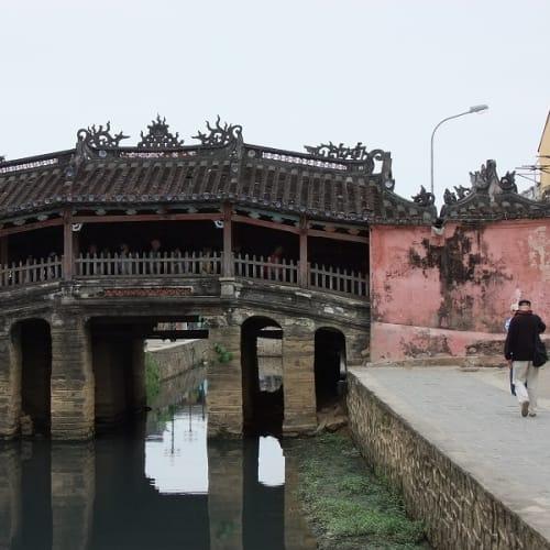 来縁橋。16世紀当時、ホイアンに住む日本人がこの橋を建てたので、日本橋とも言うそうです。 | ダナン