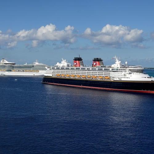 ディズニークルーズやロイヤルカルビアンのクルーズ船も | ジョージタウン(ケイマン諸島)でのディズニー・クルーズ・ライン