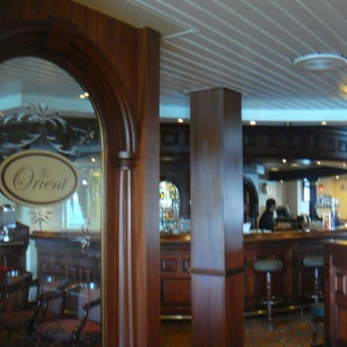 バーの一角。 | 客船パシフィック・パールの船内施設