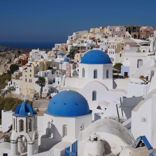 ギリシャ・ヨーグルトや竹内結子さんのビールのCMでも使われたブルードーム | サントリーニ島