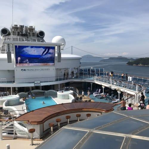 振り返ってしまなみ海道、来島海峡大橋 | 客船ダイヤモンド・プリンセスの船内施設