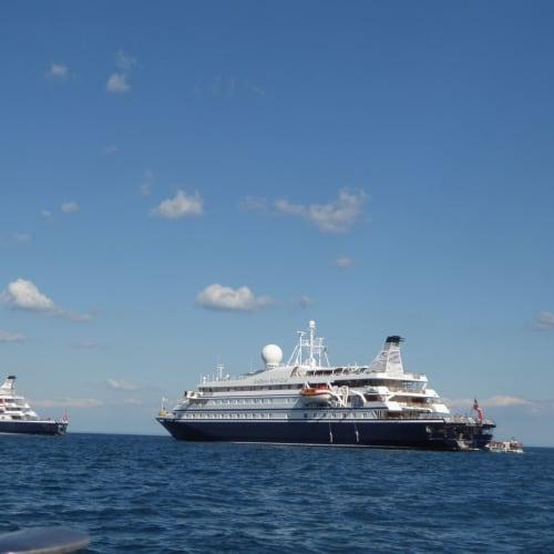客船シードリーム1の外観
